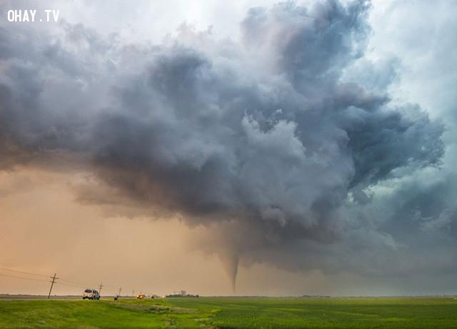 Trận lốc xoáy có cấp độ EF-4 quét qua khu trang trại gần Rozel, Kansas, Mỹ. Ảnh: National Geographic.,ảnh đẹp,ảnh thiên nhiên