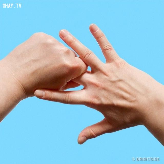 3. Ngón giữa,ngón tay,nắm tay,chữa bệnh bằng nắm tay
