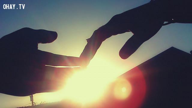 3. Bạn kiệt sức vì phải níu giữ cuộc tình ,chia tay,tình yêu tan vỡ
