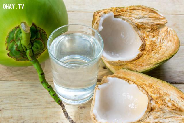 Nước dừa rất hiệu quả trong việc trị mụn,