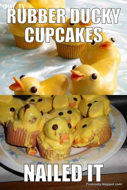 11. Sau khi nhìn những chiếc cupcake vịt vàng này, ta khó có thể ngủ yên mà không gặp ác mộng...,