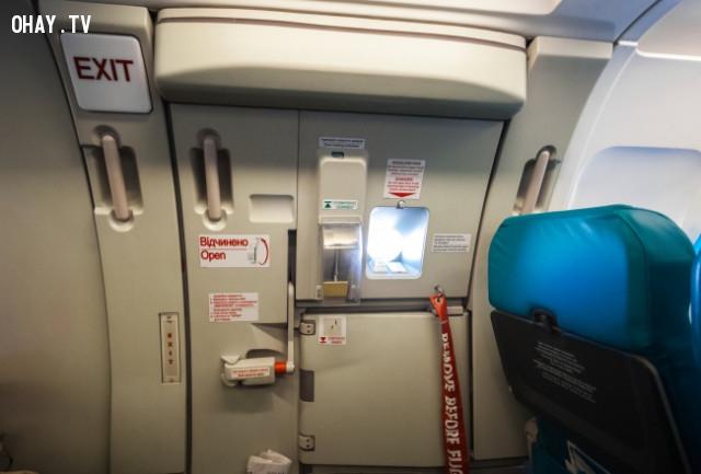 Tay cầm cửa khẩn cấp,máy bay,ngành hàng không,những điều thú vị trong cuộc sống