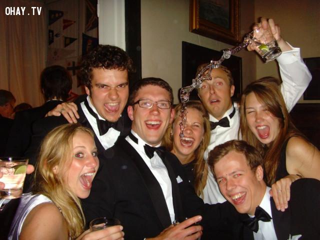 Bữa tiệc đáng nhớ là đây!!,ảnh khoảnh khắc,khoảnh khắc hài hước