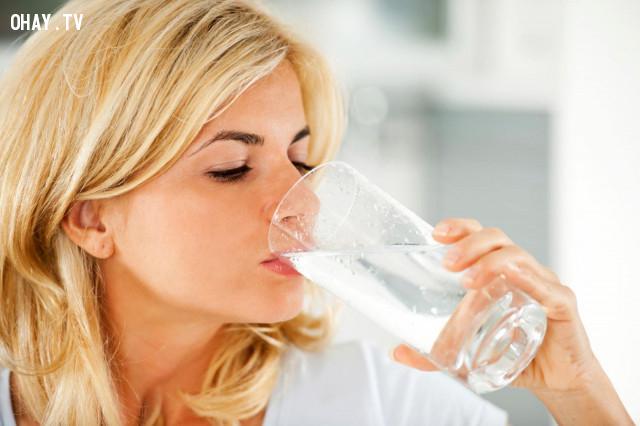 Nạp đủ nước cho da,cách làm trắng da mặt,làm đẹp da mặt,cách làm đẹp da,chống lão hóa da,chăm sóc da