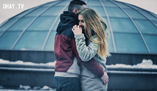 #4. Va chạm vô tình và cố ý:,tình yêu,dấu hiệu chàng thích bạn