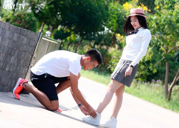 #6. Cách cư xử với bạn:,tình yêu,dấu hiệu chàng thích bạn