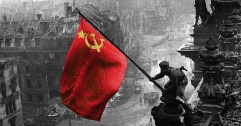 3 hình ảnh lá cờ chiến thắng làm chấn động thế giới.