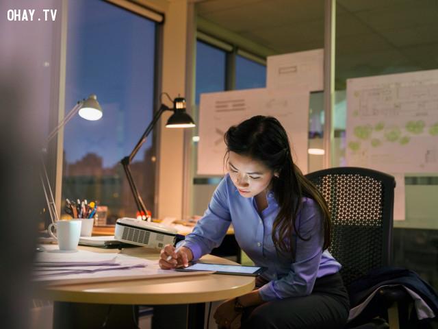 Nhiều người tài năng và thông minh thường thức khuya vào ban đêm,người thông minh,chửi thề,ngủ muộn
