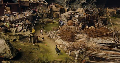 Ngôi làng hàng trăm người trong một cái hang động khổng lồ ở Quý Châu