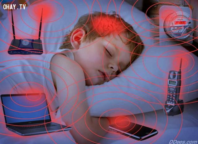 5. Không ngủ trong môi trường điện từ. ,cải thiện giấc ngủ,chữa mất ngủ,bệnh mất ngủ