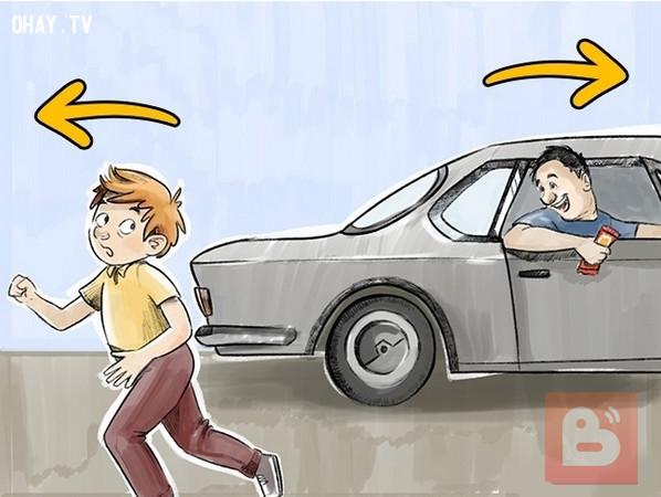 Chạy khỏi xe đang đến gần theo hướng ngược lại,bắt cóc trẻ em,cách dạy con,nuôi dạy con cái,kỹ năng tự vệ cho trẻ em