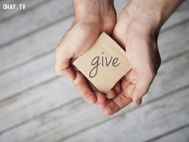 9. Bạn hào phóng,trở thành người đáng mến,cách sống tốt,mẹo tâm lý
