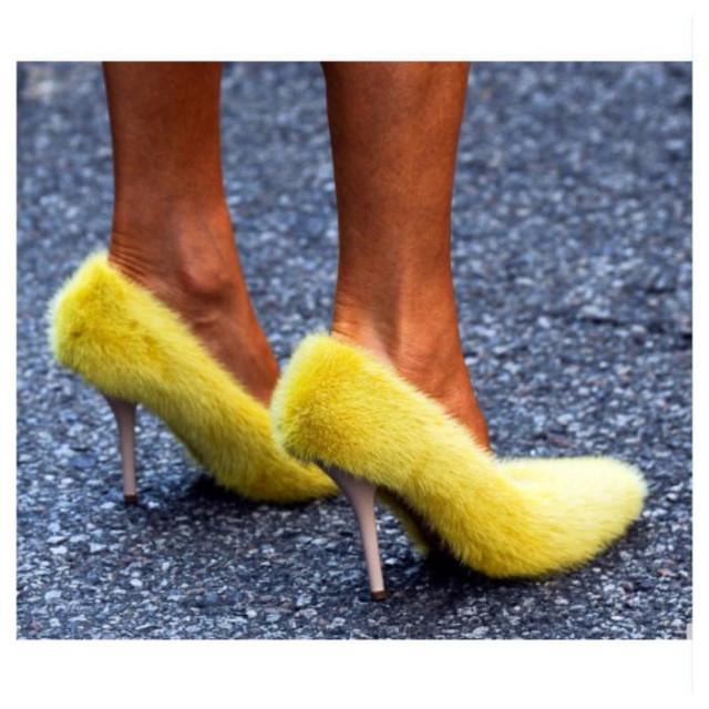 Giày phủ lông,