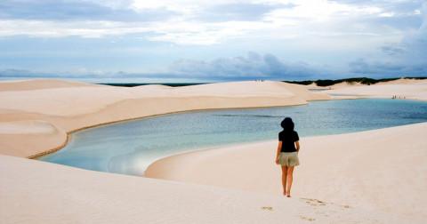Tuyệt với những hồ nước xanh ngọc ẩn mình trong cát trắng ở công viên quốc gia Brazil