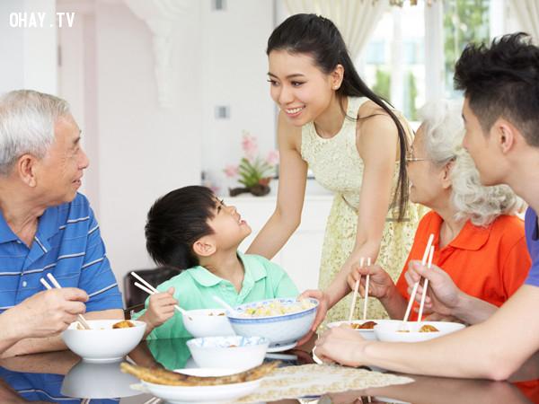 Mời người lớn trước khi ăn,ra mắt nhà bạn trai,lần đầu ra mắt