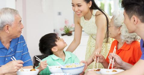 Những điều bạn phải tuyệt đối chú ý trong bữa ăn đầu tiên ra mắt gia đình bạn trai