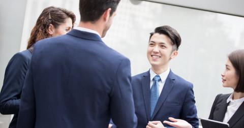 6 cách tạo thiện cảm từ lần gặp đầu tiên