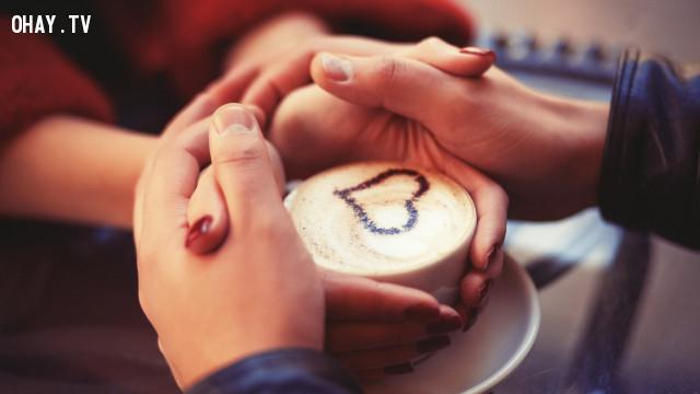 Bạn thấy xúc động với những cử chỉ yêu thương?