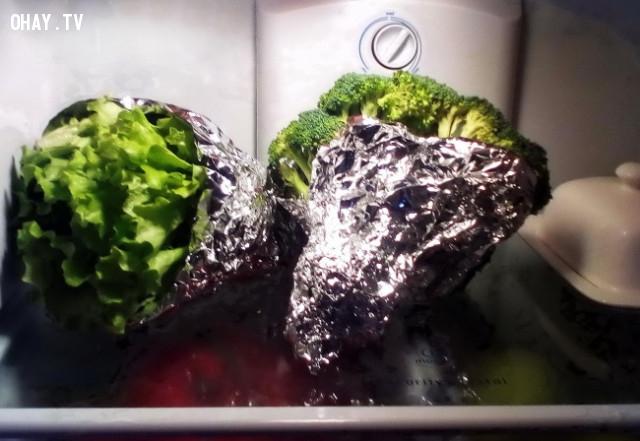 2. Cần tây, bông cải xanh, rau diệp + giấy bạc,