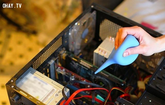 6. Thổi bụi ra khỏi những nơi khó tiếp cận,vệ sinh laptop,vệ sinh máy tính