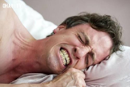 4. Bạn thường nghiến răng vào ban đêm,đau đầu buổi sáng,nguyên nhân gây đau đầu,chữa đau đầu