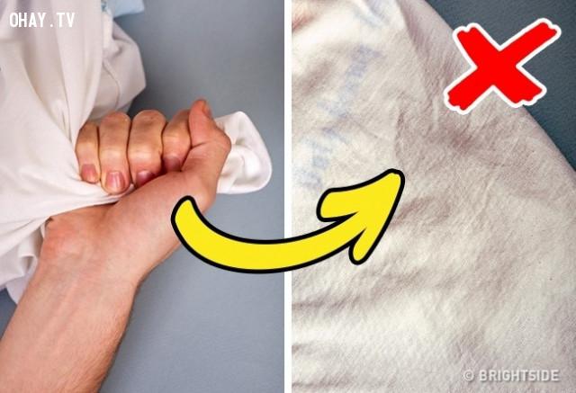1. Kiểm tra chất lượng vải cotton, hãy thử vò chúng trong tay!,mẹo chọn quần áo,mẹo thời trang,mẹo mua sắm