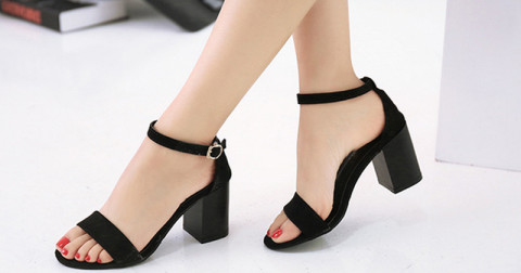 Đi tìm những kiểu giày cao gót khắc phục nhược điểm cho cô nàng 'nấm lùn'