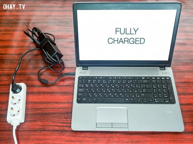 4. Không để máy tính xách tay cắm sạc liên tục 24/7,mẹo công nghệ,máy tính xách tay,laptop