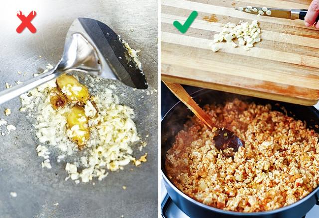 7. Phi tỏi trước,sai lầm khi nấu ăn,cách rán thịt giòn,làm nóng chảo trước khi nấu