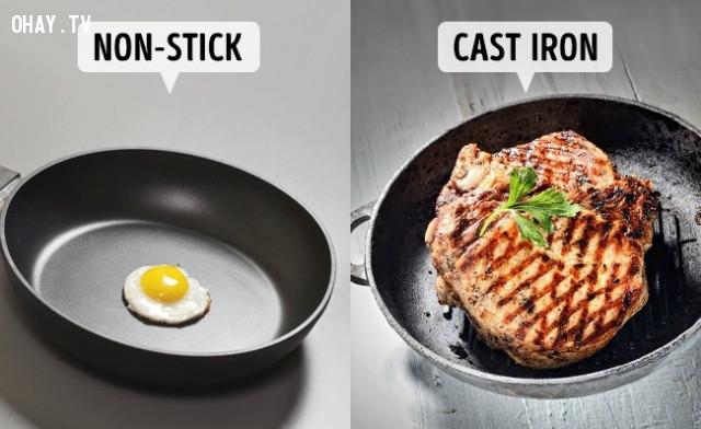 2. Rán thịt bằng chảo chống dính,sai lầm khi nấu ăn,cách rán thịt giòn,làm nóng chảo trước khi nấu