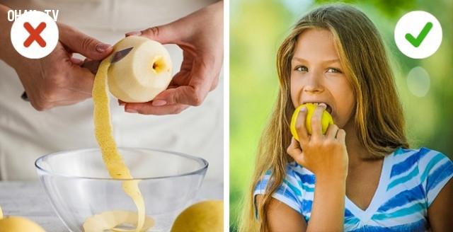 2. Không chú ý đến những thứ bạn ăn hằng ngày,chăm sóc răng miệng,sai lầm nên tránh,chải răng quá mạnh,đánh răng đúng cách,lấy cao răng,chỉ nhai bằng một bên hàm