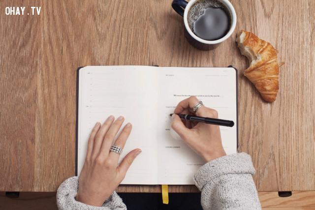 4. Viết nhật ký,tính tự chủ,kiểm soát cảm xúc,kỹ năng sống