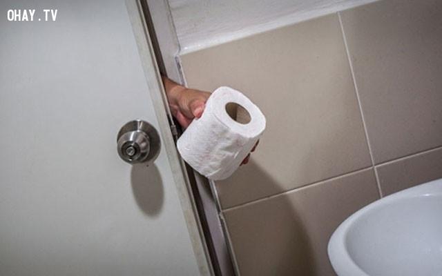 3. Mang theo giấy vệ sinh,bệnh truyền nghiễm,nhà vệ sinh công cộng,sống khỏe
