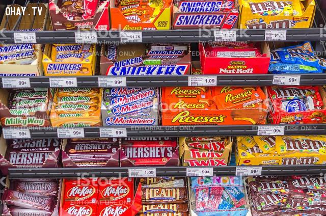 Các quầy bánh kẹo luôn đặt vừa tầm tay trẻ em,mánh lừa của siêu thị,tâm lý học,nghệ thuật bán hàng,chiến lược bán hàng