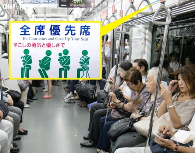 Khi ở trên tàu điện ngầm,nhật bản,người nhật