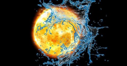 Điều gì xảy ra khi Mặt Trời bị tạt bởi một 'xô' nước to hơn cả nó?