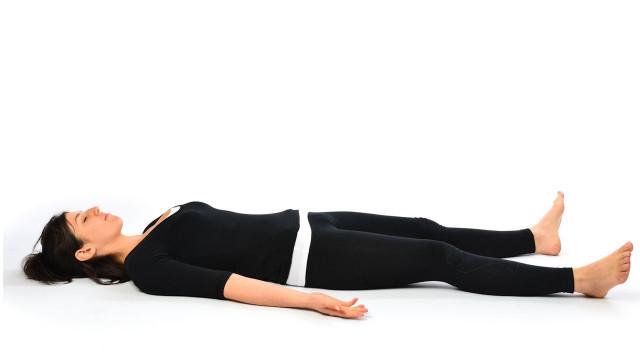 1. Tư thế xác chết (Shavasana),tư thế yoga,động tác yoga,sống khỏe