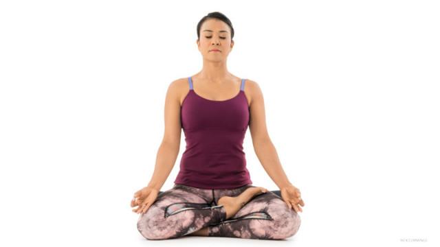 5. Tư thế nửa hoa sen (Ahdra Padmasana),tư thế yoga,động tác yoga,sống khỏe