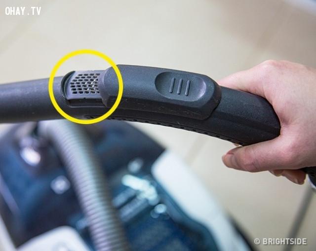 4. Các lỗ nhỏ trên tay cầm của máy hút bụi,những điều thú vị trong cuộc sống,vật dụng quen thuộc