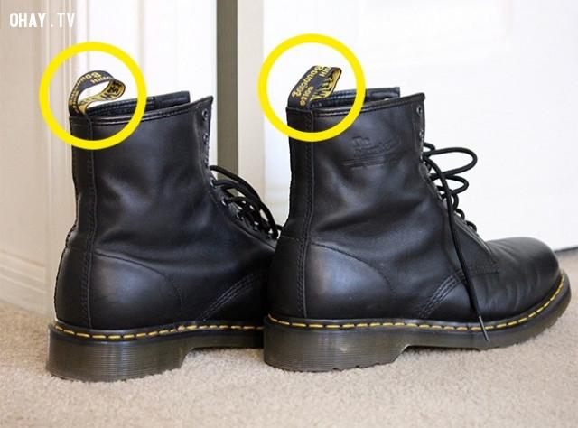 1. Phần nhãn hiệu đính sau giày,những điều thú vị trong cuộc sống,vật dụng quen thuộc