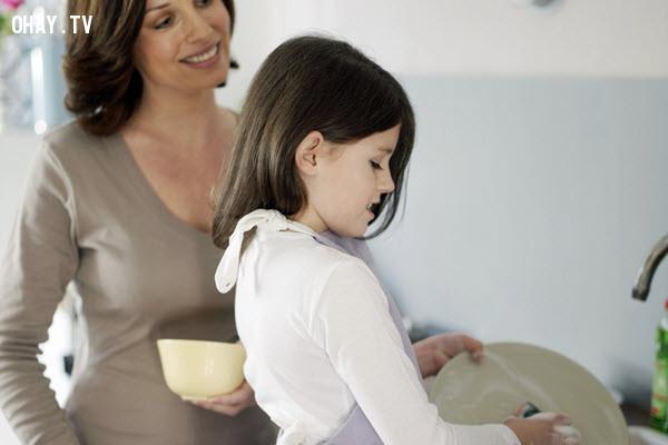 2. Hãy khen ngợi thay vì chỉ trích ,cách dạy con,rèn luyện tính tự giác