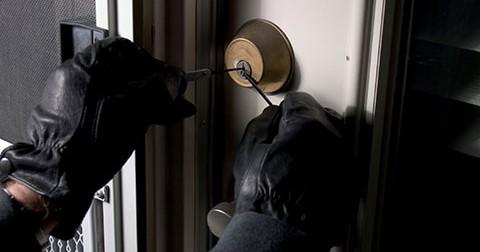 Làm thế nào để có thể sống sót khi phát hiện trộm đột nhập?