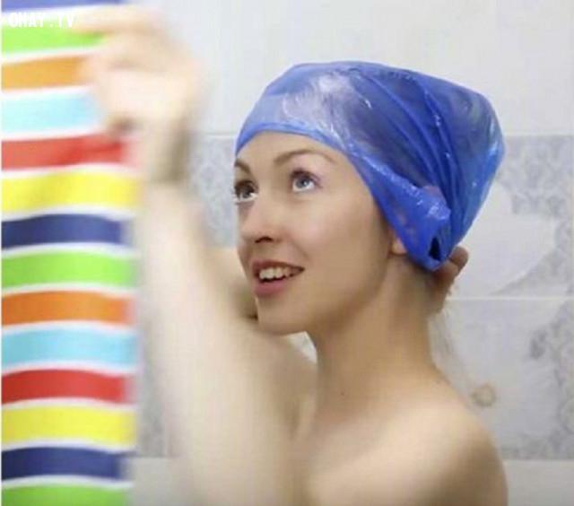 7. Làm sao để khi tắm không ướt tóc?,mẹo làm đẹp,phụ nữ làm đẹp,làm trắng da
