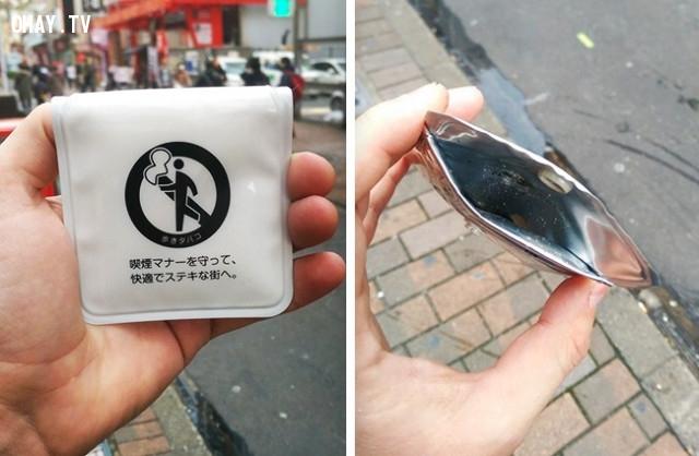 1. Ở Nhật, không có thùng rác vì người dân địa phương không thích mùi thuốc lá. Nếu bạn muốn hút thuốc ở nơi công cộng, người cảnh sát sẽ lịch sự đưa cho bạn một chiếc túi để đựng rác.,phát minh hữu ích,người nhật bản