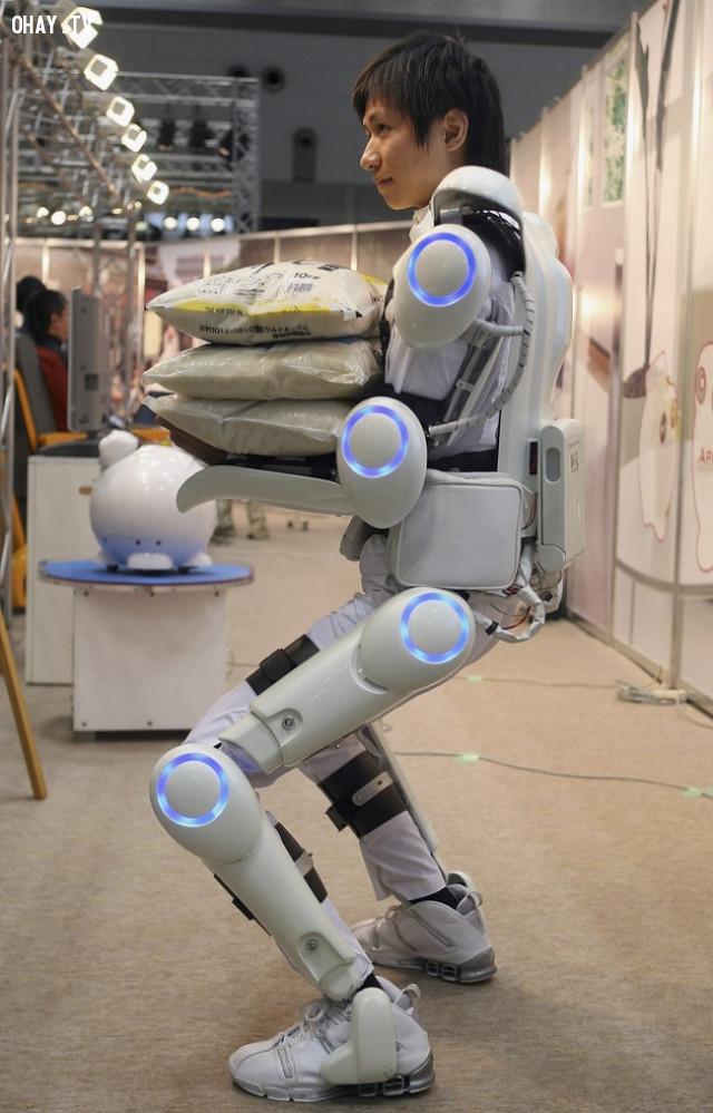 12. Đây là bộ đồ robot của các nhà khoa học Nhật Bản. Nó có thể giúp kiểm soát cơ bắp và làm cơ bắp mạnh mẽ hơn. Giá bán khởi điểm là 5.000 USD (113 triệu VNĐ).,phát minh hữu ích,người nhật bản