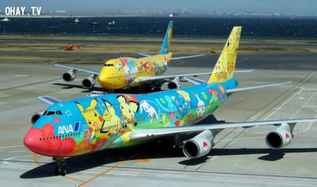 7. Đây là chiếc máy bay được sơn hình những nhân vật trong Pokemon. Chúng rất đặc biệt đối với người Nhật.,phát minh hữu ích,người nhật bản