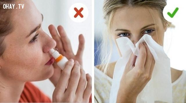 1. Sử dụng thuốc nhỏ mũi trước khi ra ngoài,sống khỏe,trời lạnh
