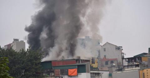 Hà Nội : Cháy Lớn ở gần đường Trấn Khát Chân, cột khói cao hàng chục mét.