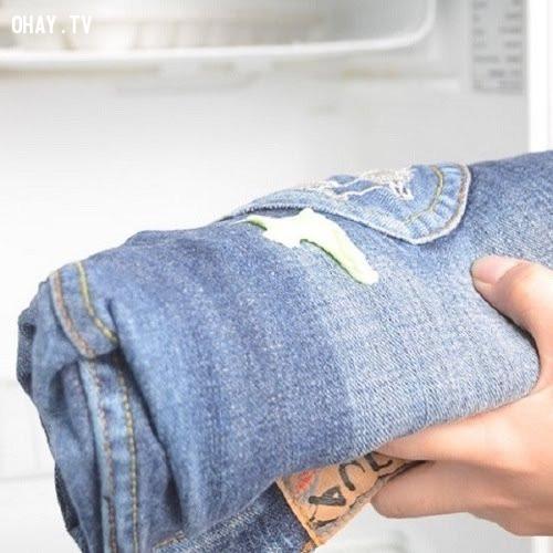 4. Kẹo cao su dính vào quần áo,mẹo thời trang,khắc phục sự cố