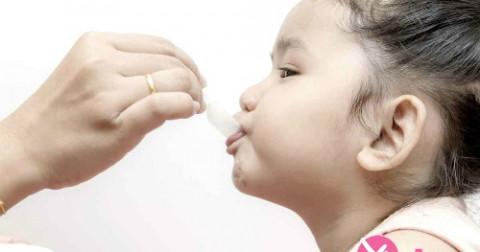 Mẹo hay phòng và trị ho cho bé lúc giao mùa